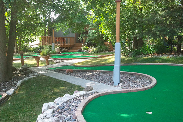 tom-jerrys-mini-golf-shady-trails-2
