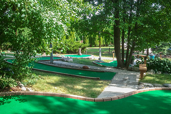 tom-jerrys-mini-golf-shady-trails-4