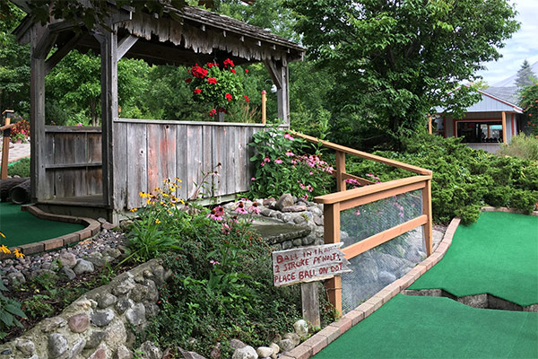 tom-jerrys-mini-golf-stoney-creek-1