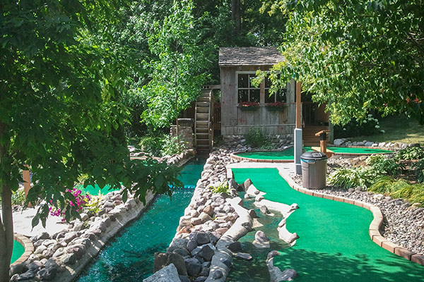 tom-jerrys-mini-golf-stoney-creek-2